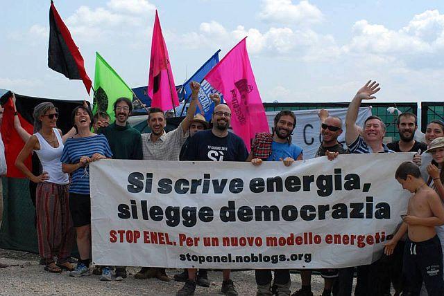 Una manifestazione degli oppositori al progetto di geotermia