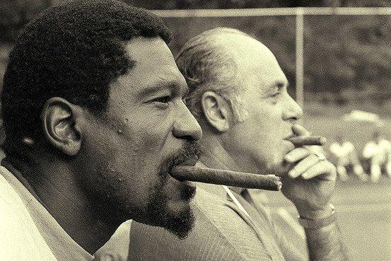 Bill Russell e Red Auerbach, con il proverbiale sigaro
