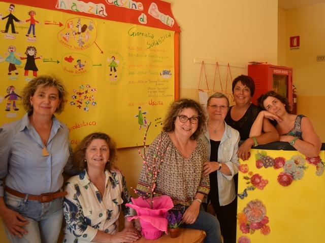 Nella Foto le insegnanti della scuola dell'infanzia di Cascine di Buti: Giulietta Boschi, Carla Bernardini, Enrica Matteucci, Laura Salutini, Michela Tamberi e Fulvia Tocchini