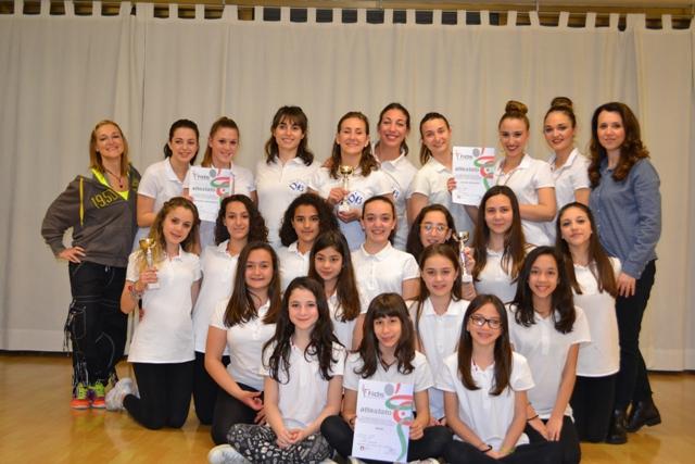 il Gruppo Danza Sportiva Dance Team Blu che ha partecipato al Campionato Regionale, e le maestre di Danza Sportiva